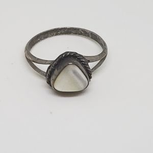 Vintage Sterling Silver Mother of Pearl Ring 7.5